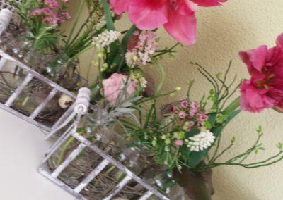 auf Bestellung Blumenschnitt in schönen Gefässen